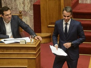Public Issue: Δημοφιλέστερος πολιτικός ο Κυριάκος Μητσοτάκης