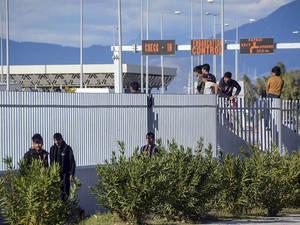 Πάτρα - Το λιμάνι της ελπίδας και της αγωνίας για τους μετανάστες (video)