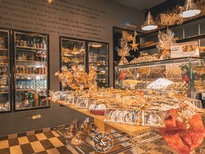 Μύρισε Χριστούγεννα στο αρτοποιείο 'Παύλος & ξερό ψωμί'!