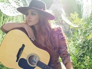 Η Έλενα Παπαρίζου Νο 1 τραγουδίστρια για το 2018 (video)