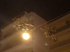 Πάτρα: Καρναβάλι είπατε; Σε ορισμένες περιοχές έχουν μείνει στα... Χριστούγεννα!