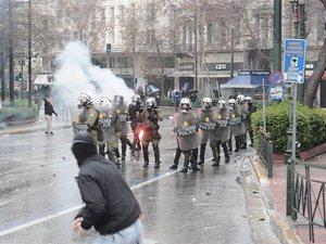 Τουλάχιστον 46 τραυματίες από τα επεισόδια στο συλλαλητήριο για τη Μακεδονία