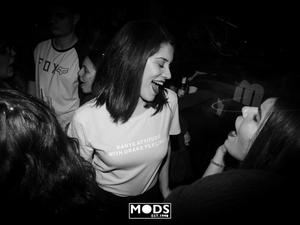 Νοn stop διασκέδαση με trash ακούσματα στο Mods! (φωτο)