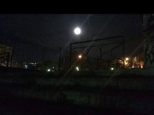 Η σούπερ Πανσέληνος του Μαρτίου κέρδισε τη συννεφιά στον ουρανό της Πάτρας (pics)