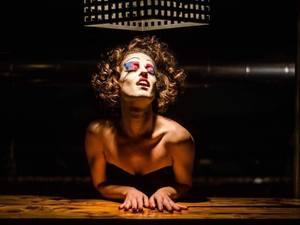 Πέπη Παπαδοπούλου - Η 'μαινάδα' από την Πάτρα που την... άκουσε για τα καλά με το θέατρο (pics)