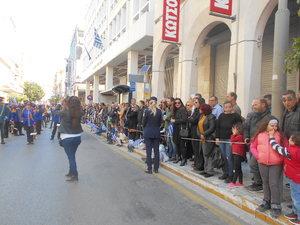 Πάτρα: Πλήθος κόσμου στην Αγίου Ανδρέου - Δεν σταμάτησε να χειροκροτεί (φωτο)