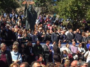Το λάβαρο της Επανάστασης του '21 σηκώθηκε στην θρυλική Αγία Λαύρα (pivs+vids)