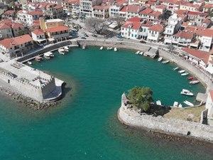 Ναύπακτος - Το γραφικό λιμάνι από ψηλά! (video)