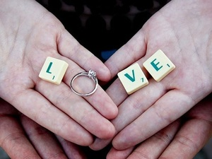 Γιατί δεν σου κάνει πρόταση γάμου;