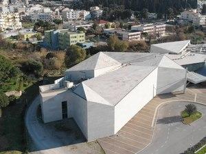 Παρατηρώντας από ψηλά, το ιδιαίτερο κτίριο του Αρχαιολογικού Μουσείου της Πάτρας (video)
