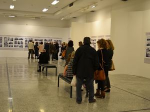 Πάτρα - Με ενδιαφέρον οι ξεναγήσεις στην φωτογραφική έκθεση του Μιχάλη Δώρη (φωτο)