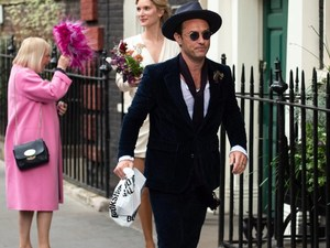 Ο Jude Law παντρεύτηκε την εκλεκτή της καρδιάς του! (φωτο)