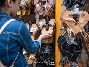 Βρήκαμε τα ωραιότερα σανδάλια στην Πάτρα - Για να τα συνδυάζεις με όλα! (φωτο)