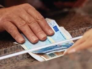 Πάτρα: Ανάσα η 13η σύνταξη, γκρίνια για τα χρήματα και μπέρδεμα