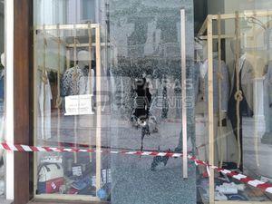 Πάτρα: Ομάδα αναρχικών ανέλαβε την ευθύνη για τις φθορές στα μαγαζιά