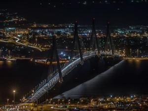Δεσπόζει ακόμα και μέσα στο σκοτάδι η Γέφυρα Ρίου Αντιρρίου (φωτο)