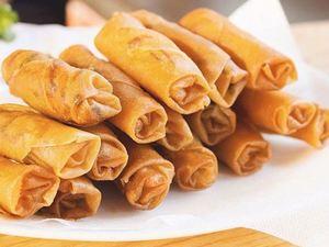Τραγανά spring rolls με γαρίδες και μοτσαρέλα