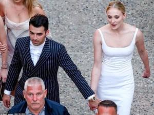 Ντύθηκε νύφη η Sophie Turner! (φωτο)