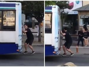 Το είδαμε στην Πάτρα - Skater 'αρπάζει' αστικό λεωφορείο εν κινήσει!