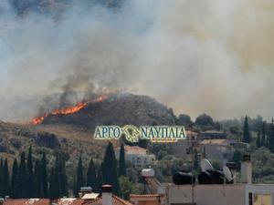 Ξέσπασε μεγάλη φωτιά στο Ναύπλιο