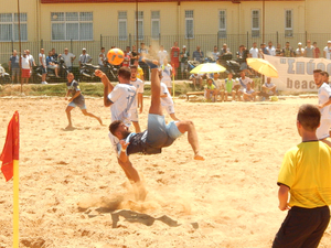 Έντονο χρώμα των Παράκτιων Αγώνων στα προκριματικά του Πανελλήνιου Πρωταθλήματος Beach Soccer στην Πάτρα!