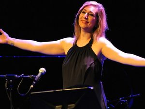 Η Αλεξάνδρα Γκράβας έρχεται να ταξιδέψει μουσικά τους Πατρινούς