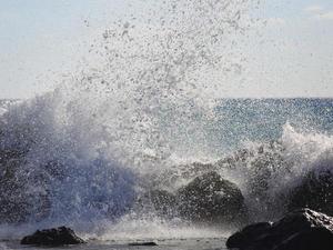 Θυελλώδεις άνεμοι και 'καυτές' θερμοκρασίες το Σαββατοκύριακο
