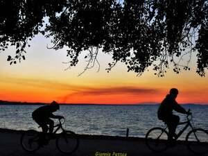 Βόλτα με ποδήλατο και φόντο τον Πατραϊκό! (φωτο)