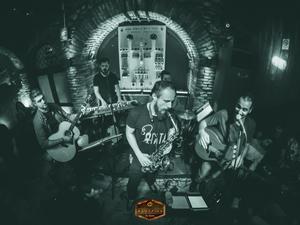 Βύρωνας Πότσος και Beer & Μανία, έδωσαν ένα εκπληκτικό live στο Φάμπρικα! (φωτο)