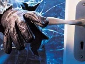 Αιτωλικό: Νύχτα τρόμου για ζευγάρι - Μπήκαν στο σπίτι τους και τους έδειραν