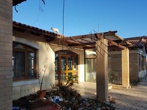 Πάτρα: 'Βομβαρδισμένη' και εγκαταλελειμμένη η ταβέρνα της Ιχθυόσκαλας