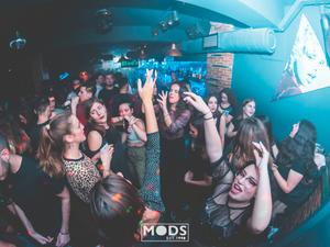Με Μοds... σε trash ρυθμούς, διασκεδάζουμε το βράδυ της Τετάρτης (φωτο)