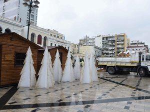 Πάτρα: Η πλατεία Γεωργίου φορά τα γιορτινά της! (φωτο)