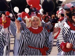 Οι καρναβαλιστές της Πάτρας αποχαιρετούν την Λουκία τους, τη 'μάμα Λούσι' τους!