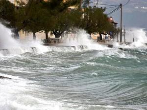 Μια θάλασσα... μανιασμένη, στον Ψαθόπυργο!