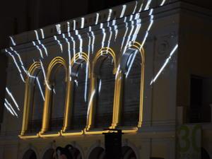 Πάτρα: Σκοτείνιασε η πλατεία Γεωργίου για να φωτιστεί το 'Απόλλων' (pics)