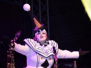Ο πιο θεατρικός τελάλης του Πατρινού Καρναβαλιού είναι γυναίκα!