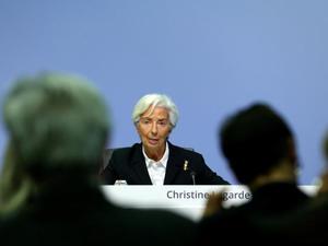 Η Ευρωπαϊκή Κεντρική Τράπεζα διατηρεί αμετάβλητα τα επιτόκια