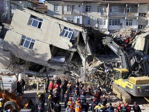 'Κατάπιε' κτίρια ο εγκέλαδος στην Τουρκία