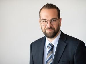 Ο Ν. Φαρμάκης ζητά στοχευμένο πρόγραμμα για την επανένταξη στην αγορά εργασίας των απολυμένων της Frigoglass