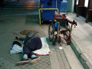 Πάτρα: Μετά την κρίση - Άνθρωποι δεν σταματούν να κοιμούνται στους δρόμους!