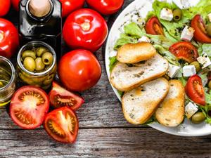 Έρευνα: Η μεσογειακή διατροφή ενισχύει τα «καλά» βακτήρια του εντέρου