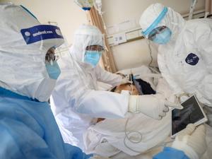 Κορωνοϊός: Αυξήθηκε ο ρυθμός των θανάτων - Έφτασαν τους 2012 οι νεκροί