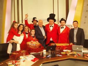 Πατρινό Καρναβάλι - Συνεχίζονται οι σοκολατορίψεις στα αθηναϊκά κανάλια...