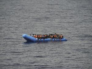 Ακυβέρνητη βάρκα με 27 Αφρικανούς μετανάστες έφτασε στη Λέσβο