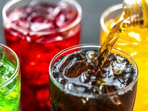 Επηρεάζουν την υγεία μας τα αναψυκτικά με ζάχαρη;