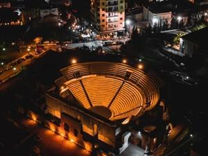 Ρωμαϊκό Ωδείο Πάτρας - 'Λάμπει' μέσα στο σκοτάδι!