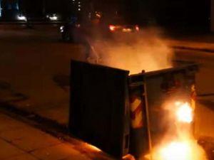 Πάτρα - Στις φλόγες τυλίχθηκαν τρεις κάδοι απορριμάτων και ένα αυτοκίνητο