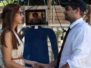 Γάμος στα χρόνια του κορωνοϊού: Παντρεύτηκαν στην πίσω αυλή του σπιτιού τους (video)