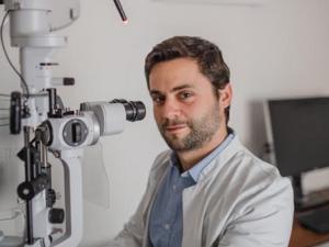 Κωνσταντίνος Καϊάφας: 'Είναι πράγματι τόσο σημαντικό να φοράμε γυαλιά ηλίου;'
